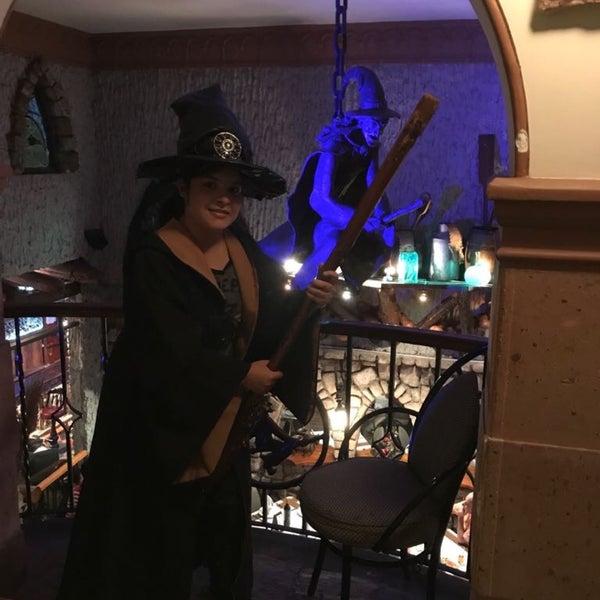 Foto scattata a Restaurante & Bar La Strega da Stephanie S. il 7/16/2017