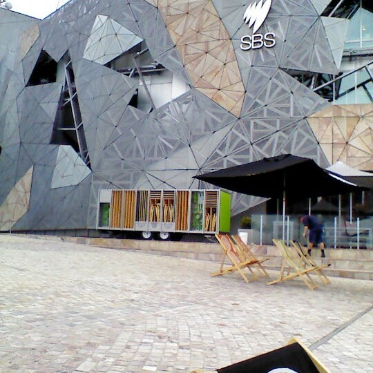 รูปภาพถ่ายที่ Federation Square โดย Deize B. เมื่อ 10/15/2012