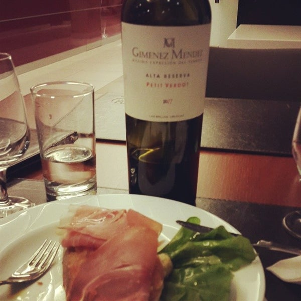 Foto diambil di My Suites Boutique Hotel & Wine Bar Montevideo oleh Ramatis M. pada 6/21/2014
