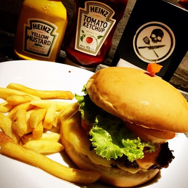 11/24/2012 tarihinde Luiza T.ziyaretçi tarafından Rock 'n' Roll Burger'de çekilen fotoğraf