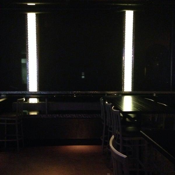 3/7/2014にJ B.がWarehouse Bar & Grillで撮った写真