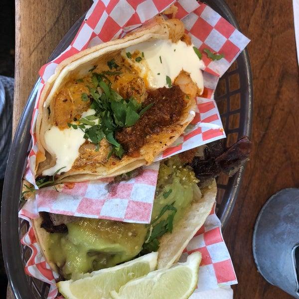 Снимок сделан в Seven Lives - Tacos y Mariscos пользователем Abe C. 8/22/2018