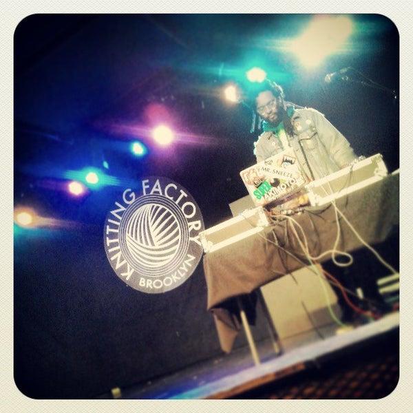 4/22/2013에 Christian D.님이 Knitting Factory에서 찍은 사진
