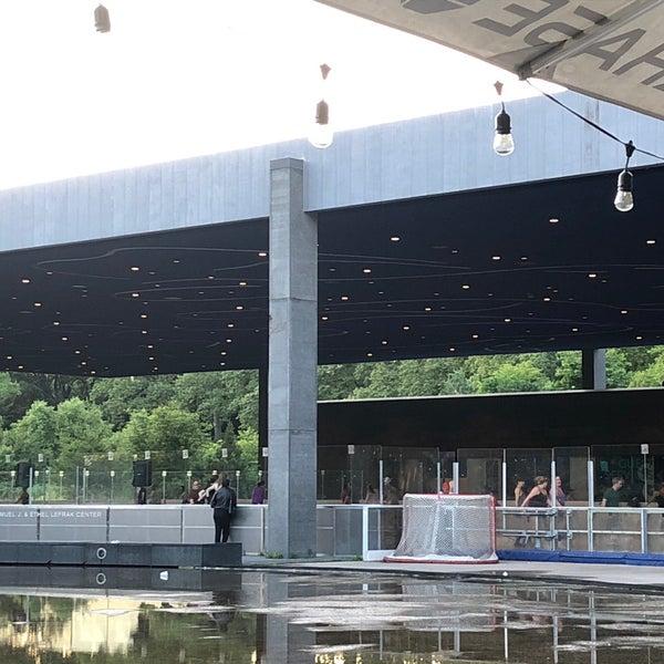 Das Foto wurde bei LeFrak Center at Lakeside von Scott R. am 6/22/2019 aufgenommen