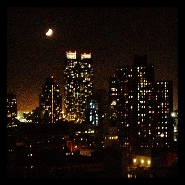Foto tirada no(a) Hudson Terrace por Caroline D. em 9/22/2012