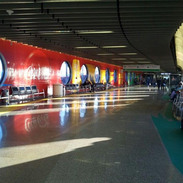 Foto tomada en Aeropuerto Internacional de Brasilia Presidente Juscelino Kubitschek (BSB) por Fabi P. el 6/25/2013