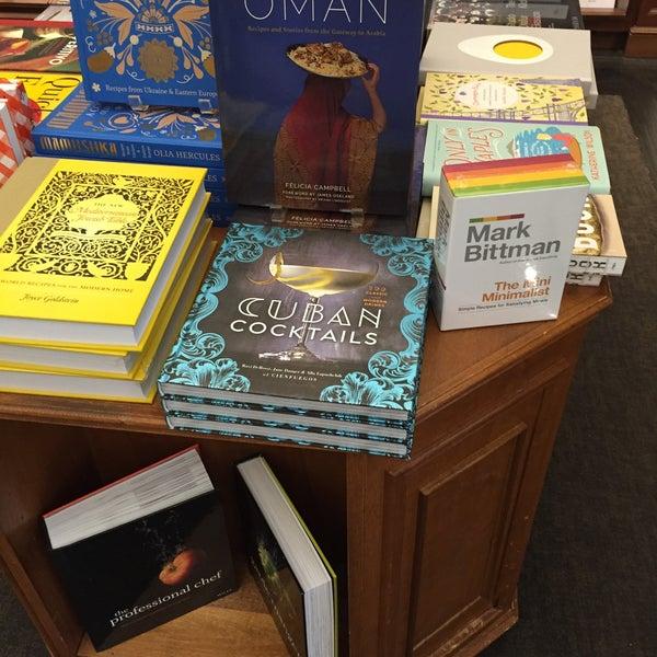 Снимок сделан в Rizzoli Bookstore пользователем David S. 5/9/2016