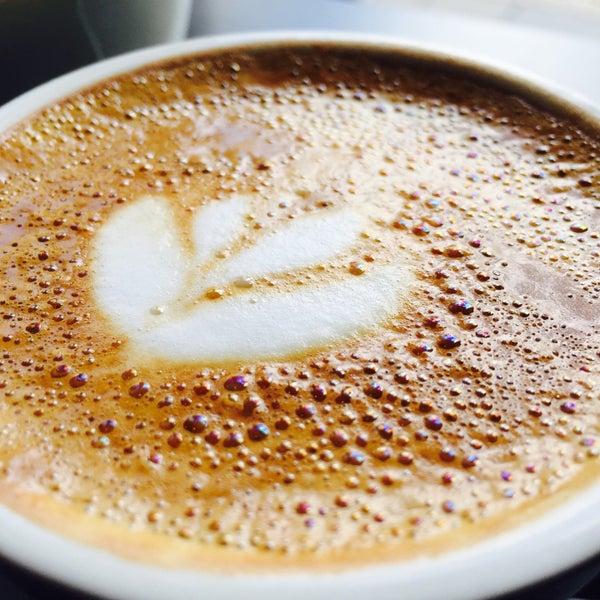 Foto tomada en Established Coffee por Senan B. el 5/20/2015