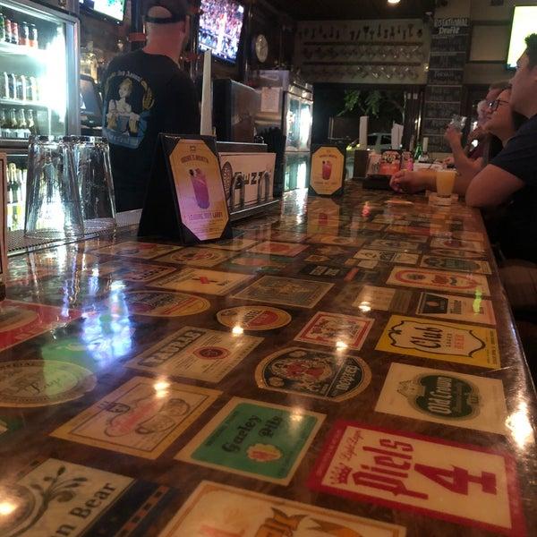 Buena variedad de cervezas, buen ambiente. Mi favorita la Bleaching Beaver Peanut Butter...