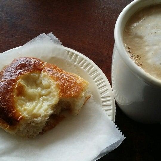 Foto scattata a Argentina Bakery da Terry B. il 5/7/2014