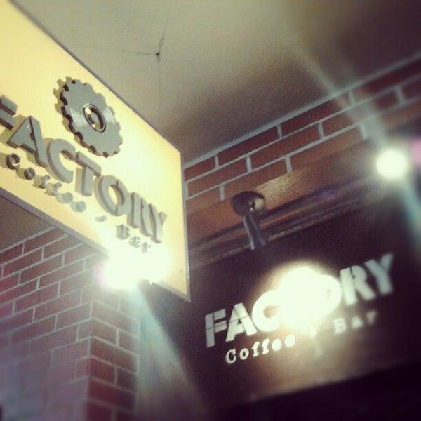 10/7/2012 tarihinde Fernando C.ziyaretçi tarafından Factory Coffee Bar'de çekilen fotoğraf