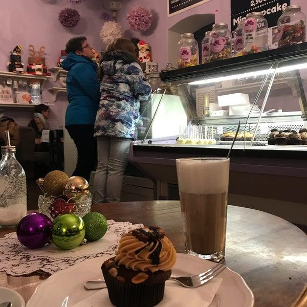 Photo prise au Cupcakeladen par Maria R. le1/7/2018