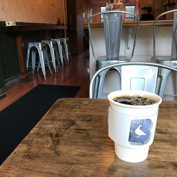 Foto tirada no(a) BKG Coffee Roasters por Andrew F. em 10/10/2016