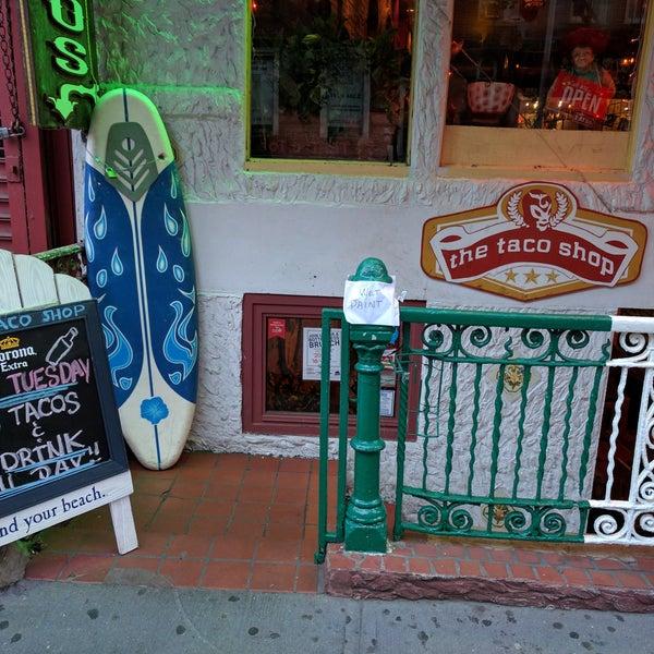 Photo prise au The Taco Shop par Andrew F. le9/20/2016