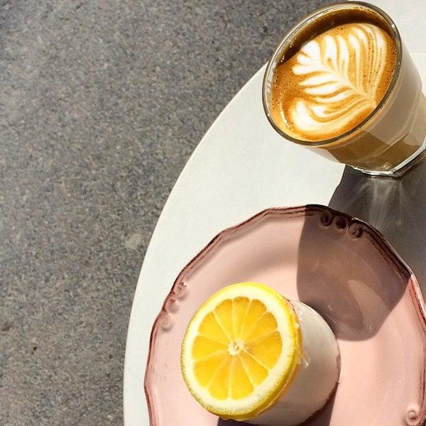 Foto tirada no(a) Deal Coffee Ekspress por No 41 Coffee em 2/25/2015