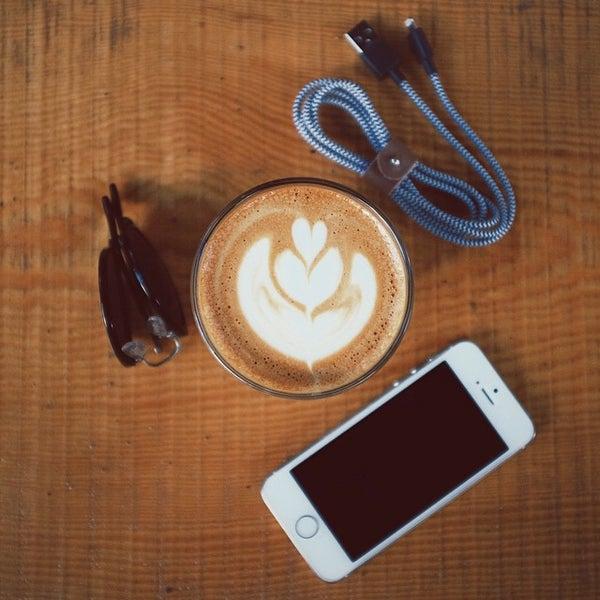 Foto tirada no(a) Deal Coffee Ekspress por No 41 Coffee em 5/11/2015