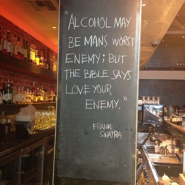 รูปภาพถ่ายที่ Oola Restaurant & Bar โดย Oona เมื่อ 8/27/2013