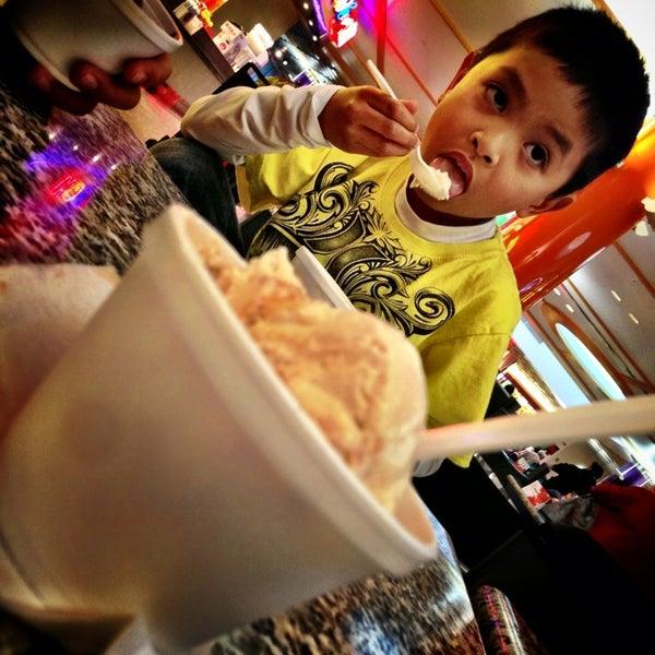 Foto tomada en Hillsdale Shopping Center por Ro d. el 1/27/2013