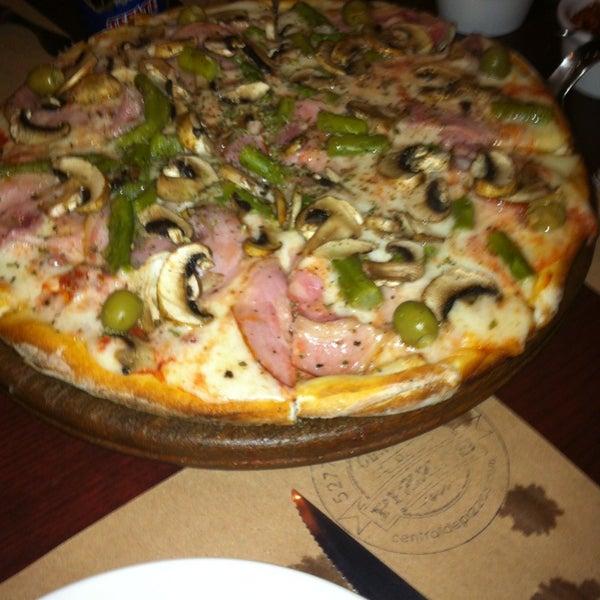 Foto tomada en Central de Pizzas por Félix C. el 6/22/2013