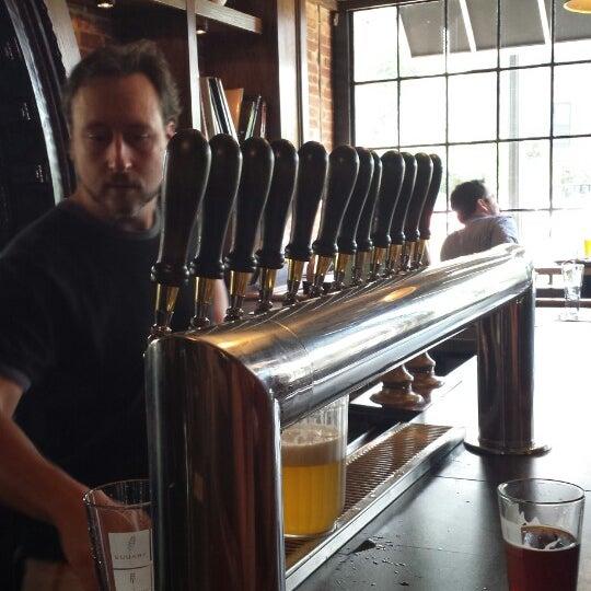 Das Foto wurde bei Square One Brewery & Distillery von Darren M. am 7/27/2013 aufgenommen