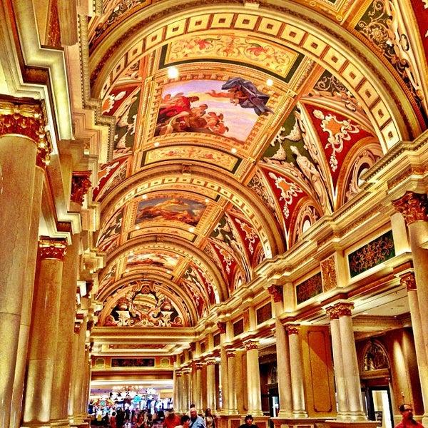 Foto tirada no(a) Venetian Resort & Casino por Scott (すこっと) J. em 10/3/2013