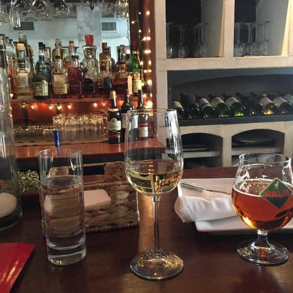 4/10/2016にJoAnne K.がThe Tangled Vine Wine Bar & Kitchenで撮った写真