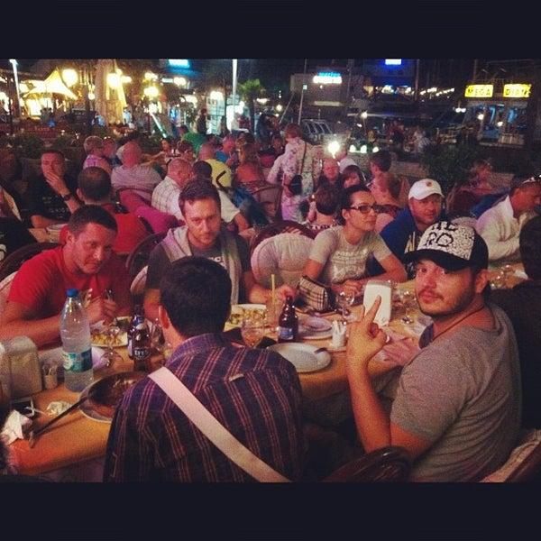 Foto scattata a Neighbours Restaurant da Tamara R. il 9/22/2012