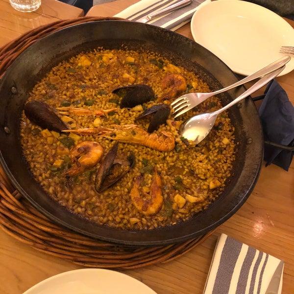 Paella harikaydı fakat içinde deniz mahsulleri biraz daha iyi olabilirdi. (Makarnayı al dente seviyorsanız Paella tam size göre. 😍)