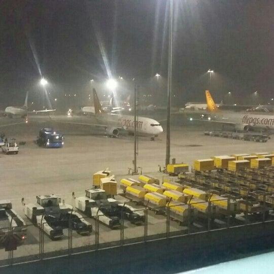 Foto diambil di İstanbul Sabiha Gökçen Uluslararası Havalimanı (SAW) oleh Hayriye E. pada 11/14/2015