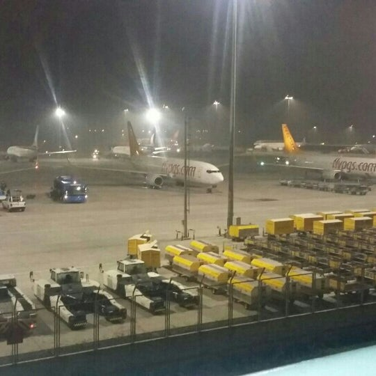 Foto tirada no(a) Aeroporto Internacional de Istanbul / Sabiha Gökçen (SAW) por Hayriye E. em 11/14/2015