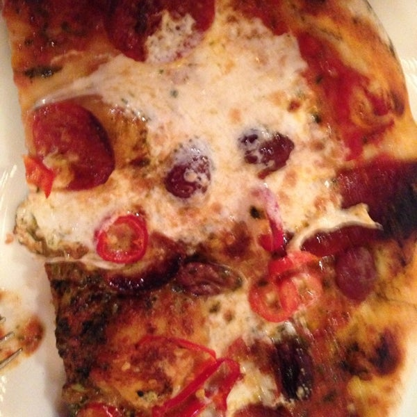 Photo prise au Mia's Pizzas par Bernadette G. le12/26/2013