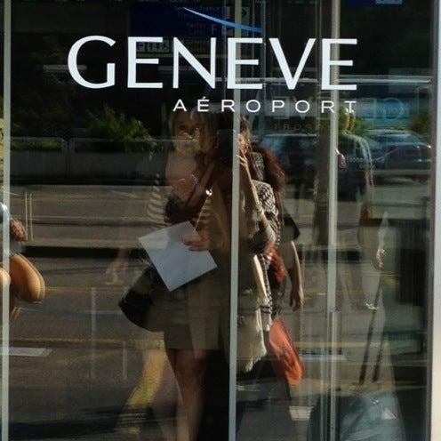Photo prise au Aéroport de Genève Cointrin (GVA) par Elena G. le6/7/2013