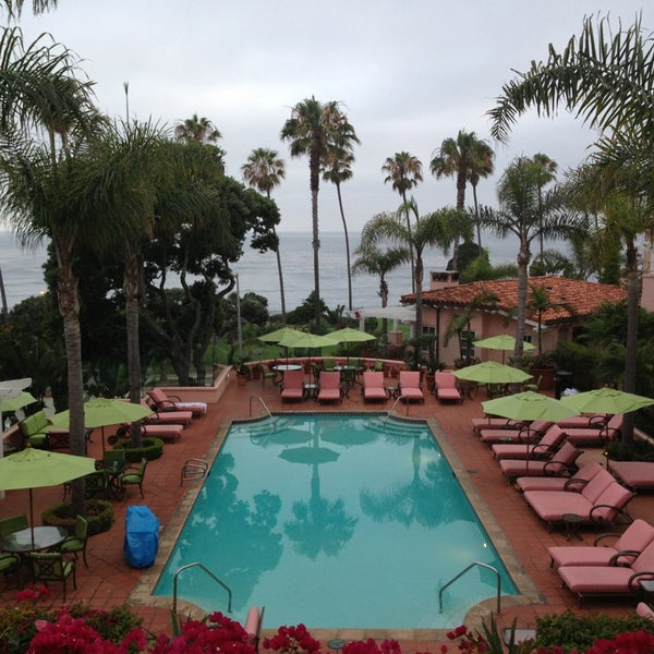 Снимок сделан в La Valencia Hotel пользователем Jeff N. 7/17/2013