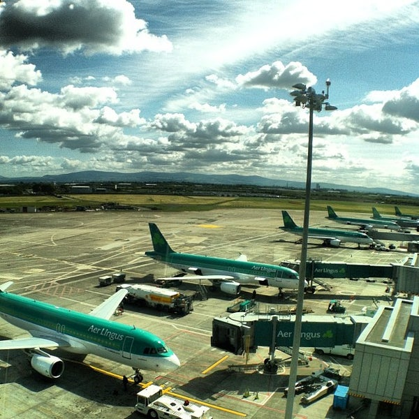 Foto tirada no(a) Aeroporto de Dublin (DUB) por JauntingJenny K. em 5/24/2013