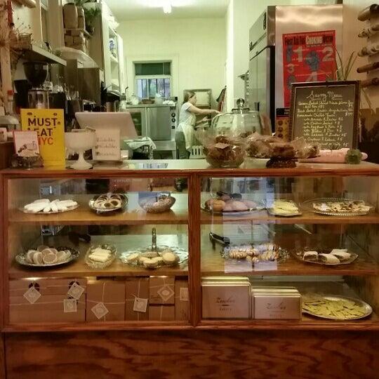 รูปภาพถ่ายที่ Zucker Bakery โดย Jackie G. เมื่อ 6/25/2015