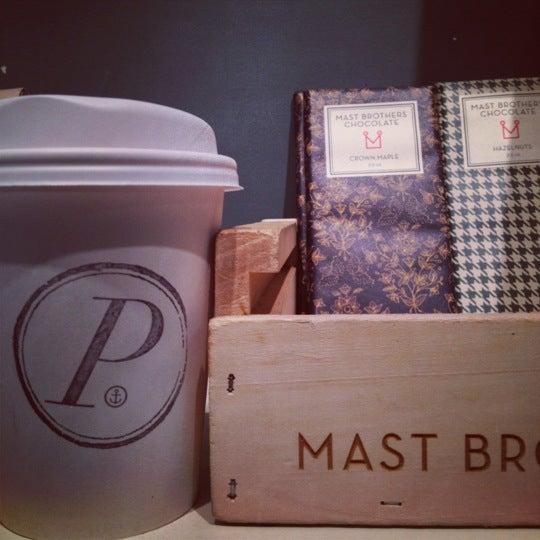 Foto tirada no(a) Ports Coffee & Tea Co. por Keren V. em 10/8/2012