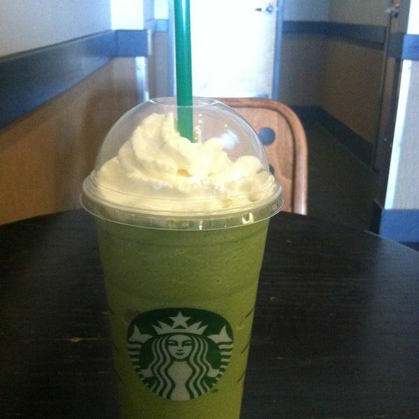 Foto scattata a Starbucks da Alicia P. il 6/12/2013