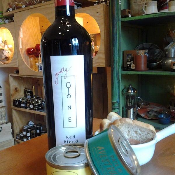 Un vino de autor Red Blend 2011 DONE: cabernet sauvignon, sirah, Malbec y Carmenere. Disfrútalo con una terrina de paté avestruz. SI vienes por 4square llévate un DOne+1 paté avestruz $8990.-