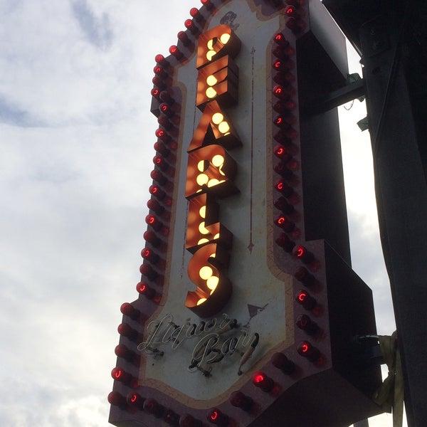 9/13/2015 tarihinde Neal T.ziyaretçi tarafından Pearl's Liquor Bar'de çekilen fotoğraf