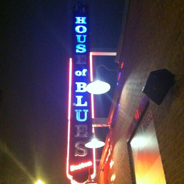 Foto diambil di House of Blues oleh Stephanie K. pada 12/27/2012