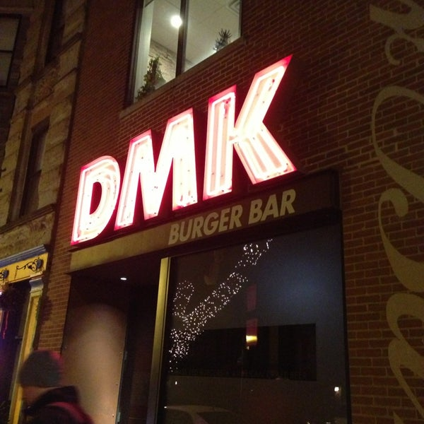Foto tirada no(a) DMK Burger Bar por Vince M. em 1/10/2013