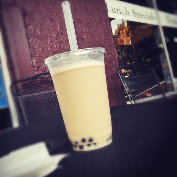 รูปภาพถ่ายที่ Tea Zone & Camellia Lounge โดย Ryan T. เมื่อ 8/9/2013