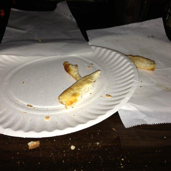 Foto scattata a The Pizza Pub da Sandra L. il 3/13/2013