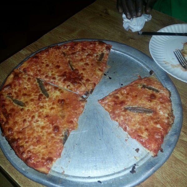 รูปภาพถ่ายที่ Star Tavern Pizzeria โดย Rob 😎🇺🇸🇧🇸 C. เมื่อ 9/19/2013