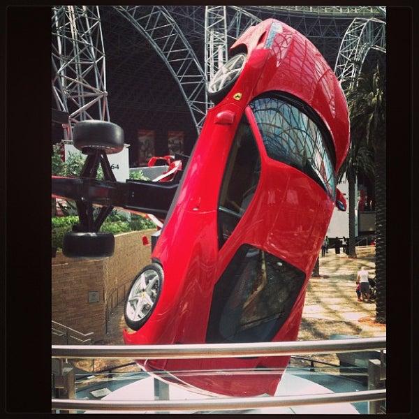 Foto tomada en Ferrari World Abu Dhabi por Inna B. el 5/7/2013