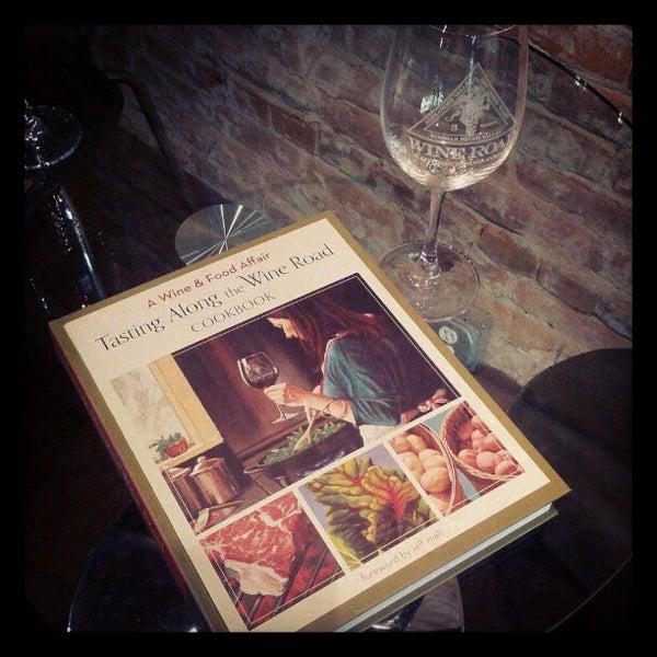11/4/2012 tarihinde Shalin P.ziyaretçi tarafından Thumbprint Cellars Tasting Room & Art Gallery'de çekilen fotoğraf