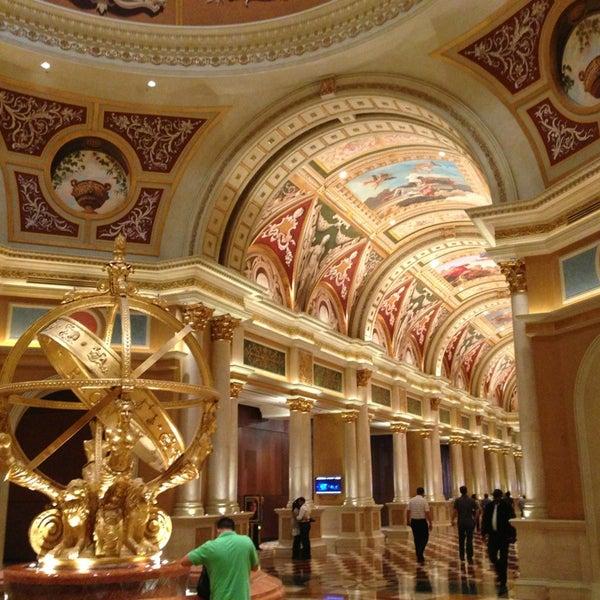 Foto tirada no(a) Venetian Resort & Casino por Andrea E. em 10/11/2013