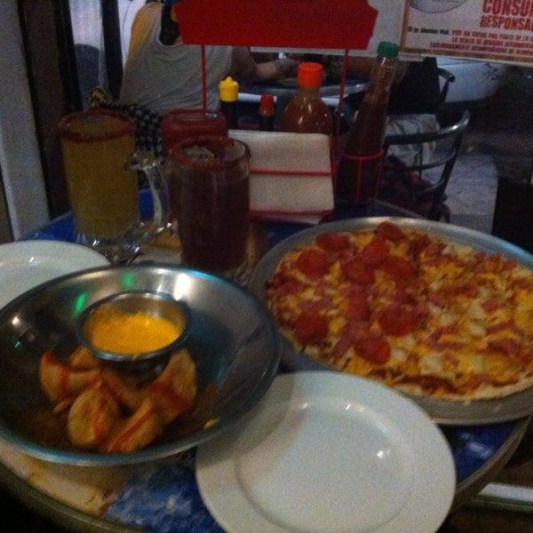 4/9/2015 tarihinde Ariel Christensen D.ziyaretçi tarafından PizzaBeer'de çekilen fotoğraf
