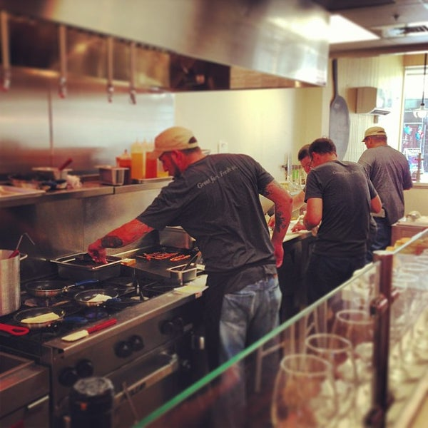 7/14/2013에 Idoitforthebacon님이 Kitchen 208에서 찍은 사진