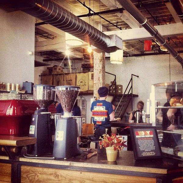 Das Foto wurde bei Brooklyn Roasting Company von Simon W. am 10/10/2012 aufgenommen